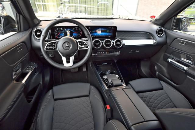 Pracoviště řidiče odpovídá ostatním vozům na této platformě. Vyniká kvalitními materiály a digitalizovaným ovládáním