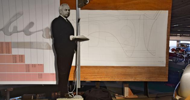 Silueta Hermanna Grabera před jeho původním kreslicím prknem agrafem sčísly karosérií různých modelů na127šasi Graber