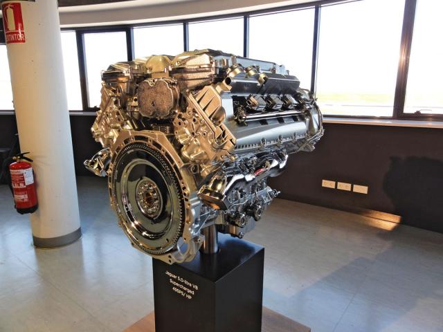 Přeplňovaný osmiválec AJ-V8 5.0 Gen III ovýkonu 364 kW (495 k) pro sportovní kupé akabriolety F-Type