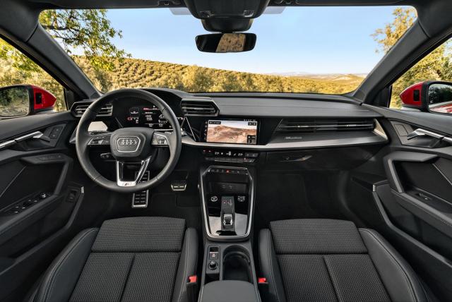 Nová A3 Sportback si zachovává přehledné pracoviště řidiče s řadou fyzických ovladačů