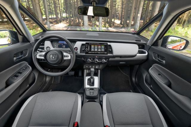 Jednoduchá a přehledná palubní deska s novou generací multimediálního systému. Příjemná je pozice za volantem, ale především výhled z vozu