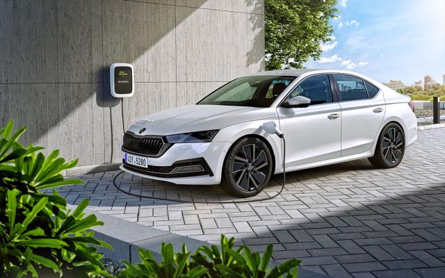 Plug-in hybridní Octavia iV ujede na 13 kWh energie akumulátoru umístěného pod sedadly až 60 km