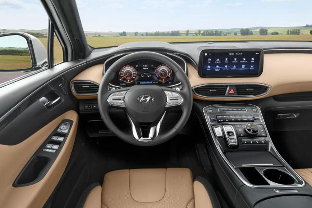 Pracoviště řidiče oživily nejen nové materiály a barvy, ale také digitální přístrojový štít aširokoúhlý displej infotainmentu