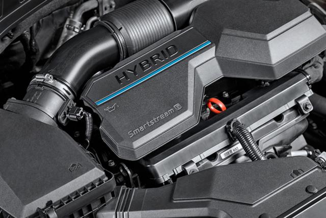 Nová poháněcí ústrojí budou zahrnovat rovněž elektrifikované hybridní systémy