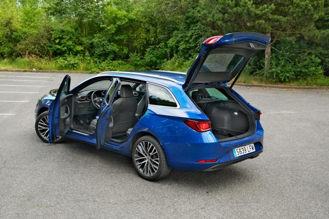 Vozy modelového roku 2020 již mají standardně centrální airbag mezi řidičem a spolujezdcem, asistent pro odbočování a nouzové vyhýbání či rádio s DAB. Vůz lze dále vybavit například elektrickým sedadlem řidiče s pamětí, panoramatickou střechou nebo nezávislým topením