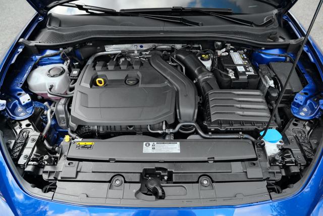 1.5 TSI je velmi povedeným motorem s velkým potenciálem pro ekonomickou jízdu adostatečnou výkonovou rezervou