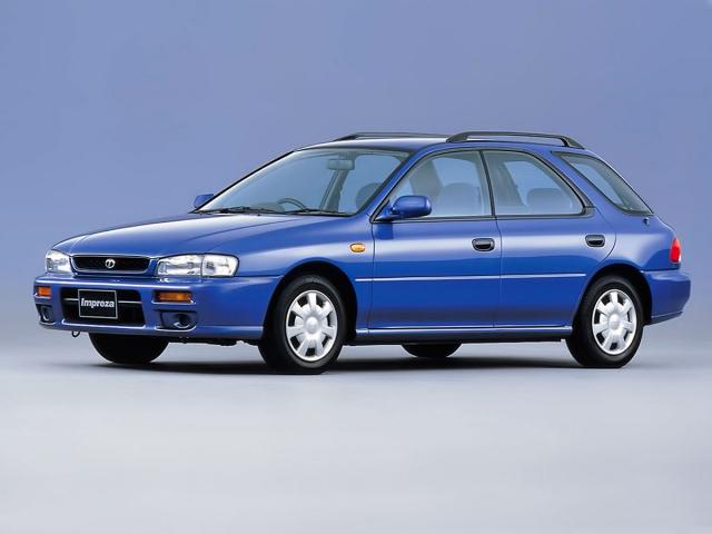 Druhou karosářskou verzí první generace bylo kombi, jež je o 110 mm kratší než aktuální Impreza hatchback