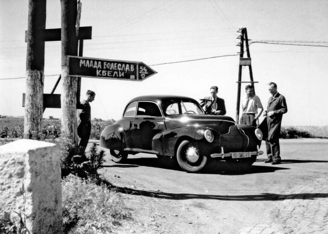 Čtvrtý a poslední vůz Aero Rekord při jízdních zkouškách vroce 1945