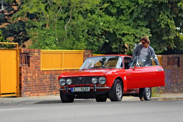 Alfa Romeo 2000 GTV patří do rodiny modelů série 105/115. Základem je Giulia, samozřejmostí motor Twin Cam a pohon zadních kol. Ceny v posledních letech raketově vzrostly