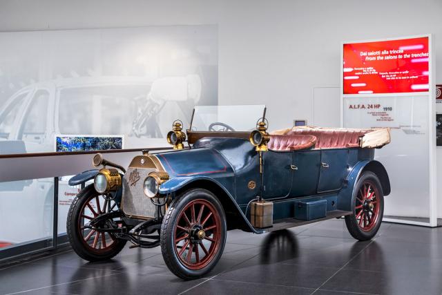 Prvním vozem A.L.F.A. byl model24 HP se čtyřválcem 4,1 litru. Dosahoval rychlosti až 100 km/h!