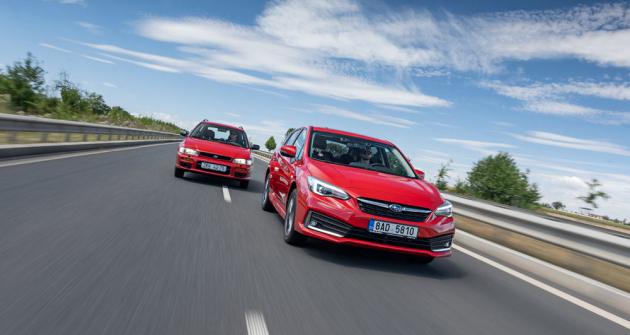 Setkání první generace Imprezy s karoserií kombi a aktuální páté generace s hybridním pohonem e-Boxer