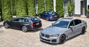 Plug-in hybridní modely v nabídce řady 5 obsahují čtyřválce 530e s pohonem zadních nebo všech kol a karoserií kombi nebo sedan, a pak také nový sedan 545e xDrive