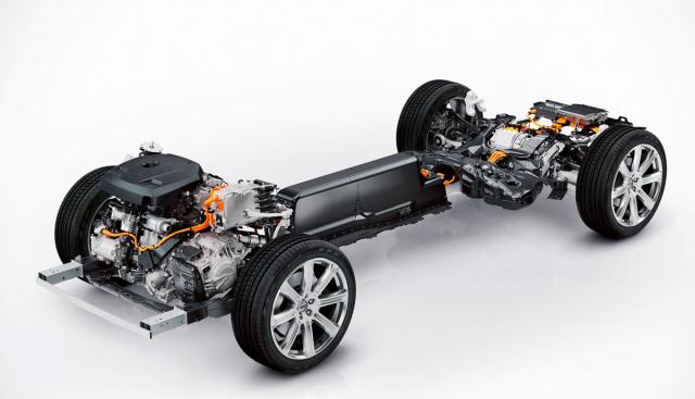 Plug-in hybridní soustava Volvo určená pro vozy na větší platformě SPA má akumulátory umístěné na výšku ve středovém tunelu, kde neomezují velikost zavazadlového prostoru