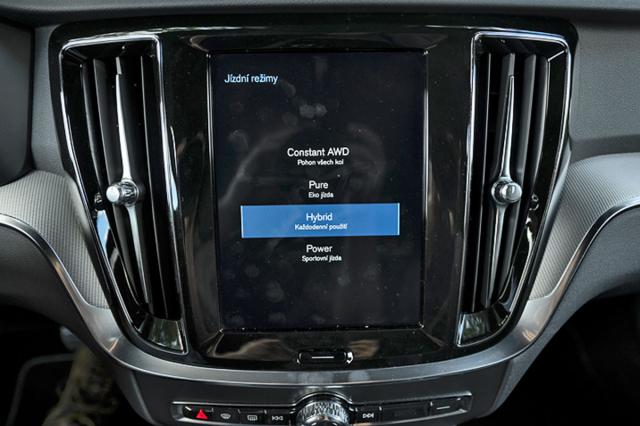 K dispozici jsou čtyři jízdní režimy hybridního systému