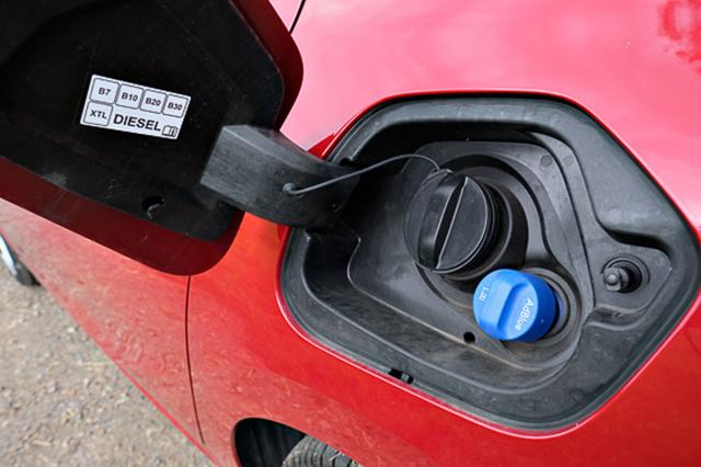 Palivová nádrž má skromných 41 litrů, při klidné jízdě ipřesto vystačí navíce než tisíc kilometrů!
