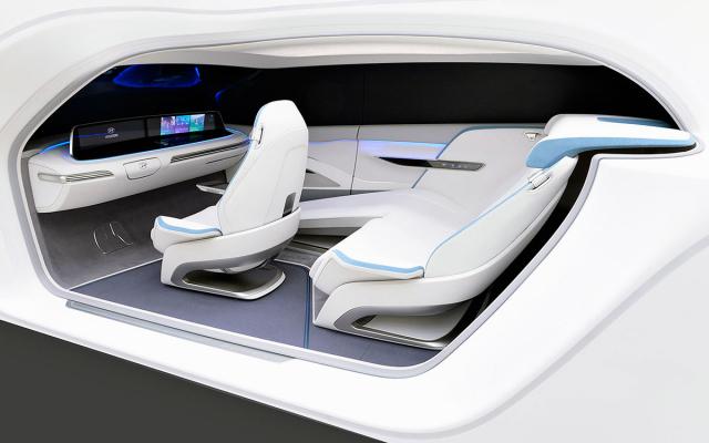 """Kromě elektrického pohonu bude provozy IONIQ typické také """"obytné"""" pojetí interiéru, které reflektuje skutečnost, že automobily budoucnosti budou stále více úkonů při jízdě zvládat samy bez zásahu řidiče"""