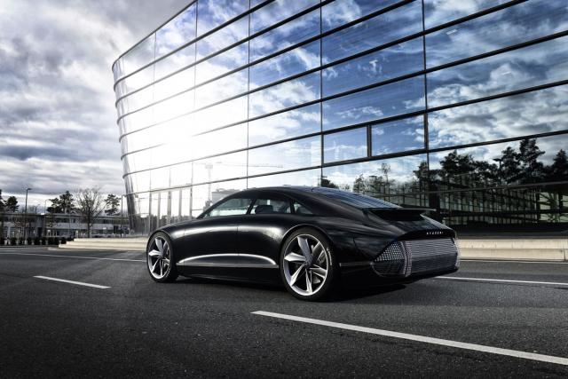 Kromě samotných automobilů značka IONIQ nabídne mnoho dalších služeb souvisejících s elektromobilitou