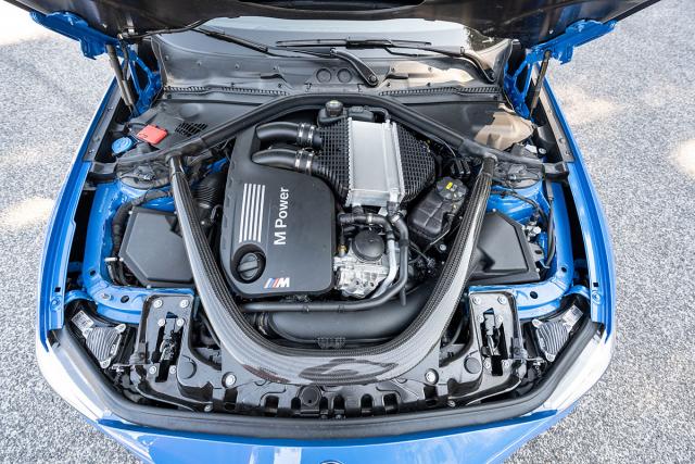 Řadový šestiválec S55 s dvojicí turbodmychadel je oproti M2 Competition posílený o29 kW (40 k)