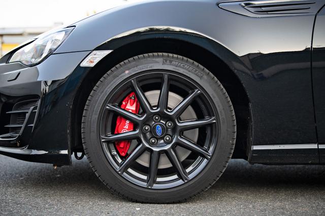Největší specialitou Subaru BRZ Final Edition jsou 17palcové brzdy Brembo s pevnými třmeny