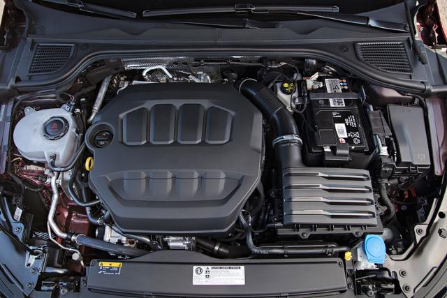 Zřejmě kvůli úspoře nákladů Volkswagen zmotorů odstranil loga jednotlivých značek