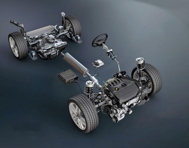 Spalovací motor v Octavii e-Tec doplňují startér/generátor místo alternátoru a akumulátor pod sedadlem spolujezdce, jež s ohledem na prostor nemůže mít elektrické ovládání. Pod sedadlem řidiče je uložen měnič napětí 48/12 V