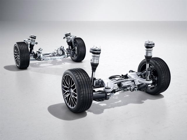 Zcela nový podvozek se vzduchovým odpružením může být nově vybaven řízením zadních kol