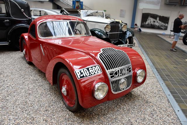 NTM uchovává velmi vzácné automobily – mimo jiné i toto pečlivě renovované kupé Jawa 750 zposledního ročníku 1935