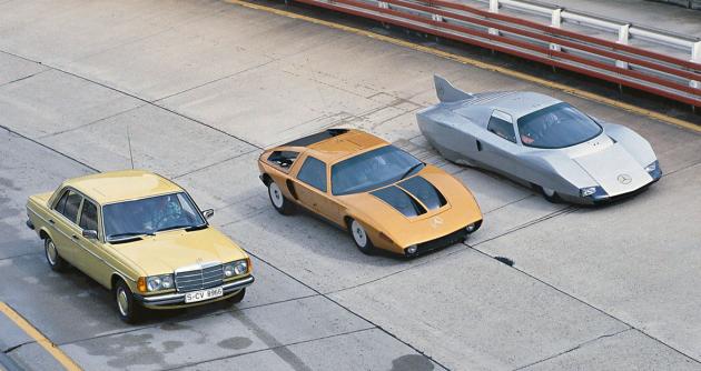 "Inovace podle Mercedesu: lovec rekordů, koncept C 111/III z r. 1977 (vpravo), vedle C 111/II z r. 1969 a ""piáno"" W 123 zpoloviny 70. let"