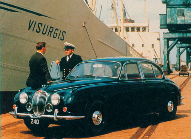 Modernizovaný Jaguar 240 se zvýšeným výkonem motoru 2,4 l na 98kW (133 k) sevyráběl v letech 1967 – 1969