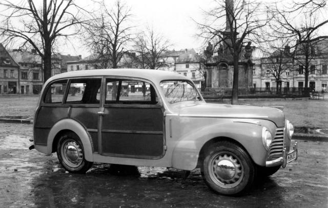Dřevo a plech: Škoda 1101 STW postavená v roce 1949 v Karose Brno