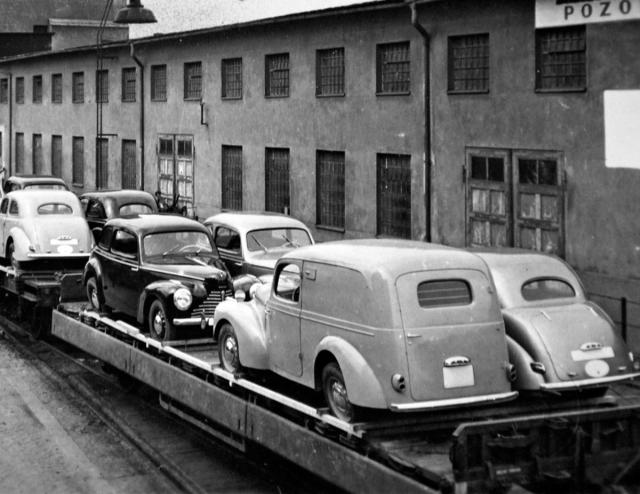 Na železničních vagonech se Tudory přepravovaly po dvou vedle sebe