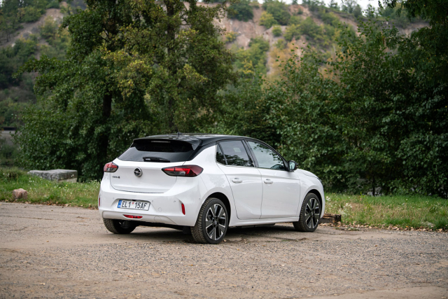 Aerodynamicky optimalizovaná kola jsou k dispozici pro elektrické provedení modelu Corsa