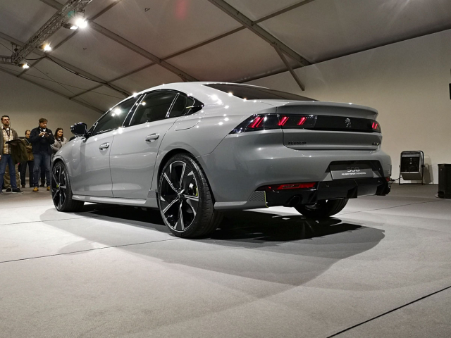 Mortefontaine, únor 2019. Ve vší tajnosti jsme si prohlédli studii 508 Peugeot Sport Engineered. Od nyní představeného sériového provedení se prakticky nelišila