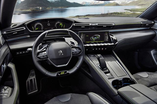 Pracoviště řidiče vozů 508 Peugeot Sport Engineered ozvláštňují sportovně stylizované dekorační prvky