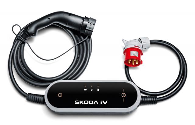 Praktický univerzální kabel pro nabíjení ztřífázových zásuvek