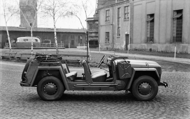Po sklopení čelního okna byl vůz k hornímu okraji volantu vysoký 1240 mm