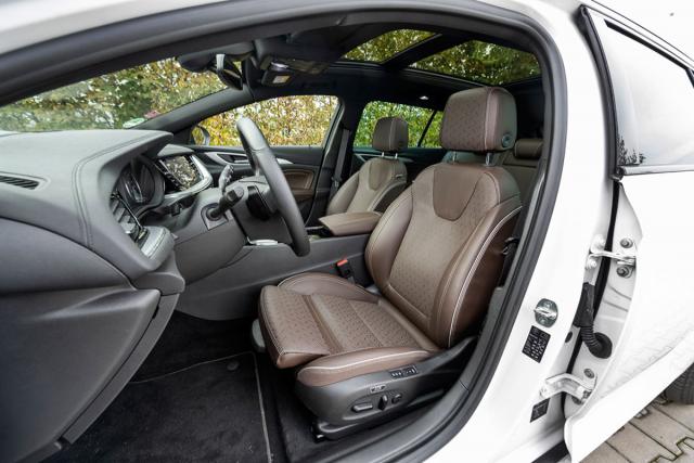 Silnou stránkou Insignie jsou přední sedadla s ergonomickou certifikací AGR