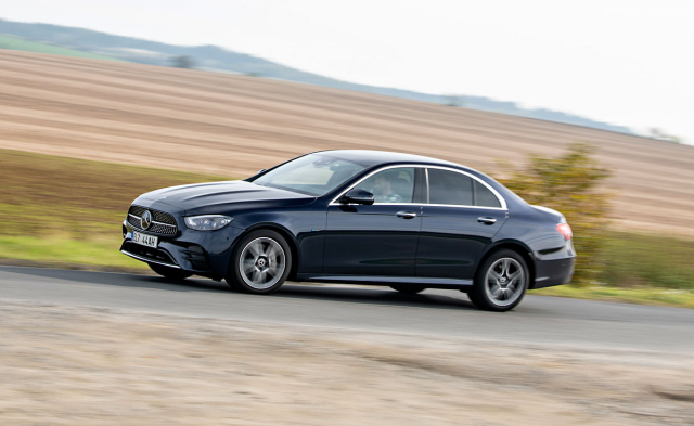 Třída E má po modernizaci výraznější tvary, avšak stále zůstává především elegantně vyváženým, klasicky řešeným sedanem zaměřeným na poskytnutí maximálního komfortu