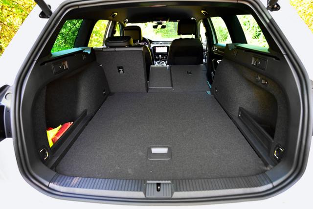 Variabilita zavazadlového prostoru patří ktradičním přednostem Passatu Variant