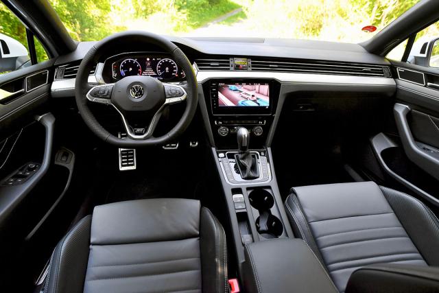 Pracoviště řidiče je oázou přehlednosti astřízlivé elegance