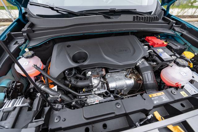 Pod přední kapotou je v obou případech moderní čtyřválec 1,33 litru svýkonem 96 kW (130 k) nebo 132 kW (180 k)