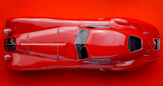 Čisté aerodynamické linie kupé Alfa Romeo 8C 2900B LeMans (1938)