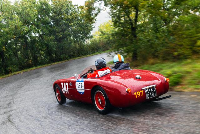 S vozy z konce 40. či 50. let není možné kvůli nevýhodnému koeficientu zvítězit, ovšem zážitku to nic neubírá. Na snímku Ermini Sport