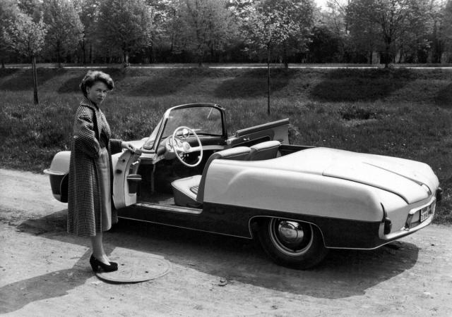 V roce 1956 zhmotnil laminátový vůz tuzemský automobilový sen