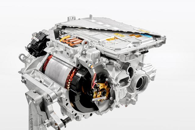 Motor tvoří integrovaný celek s jednostupňovým převodem, diferenciálem a výkonovou i řídicí elektronikou