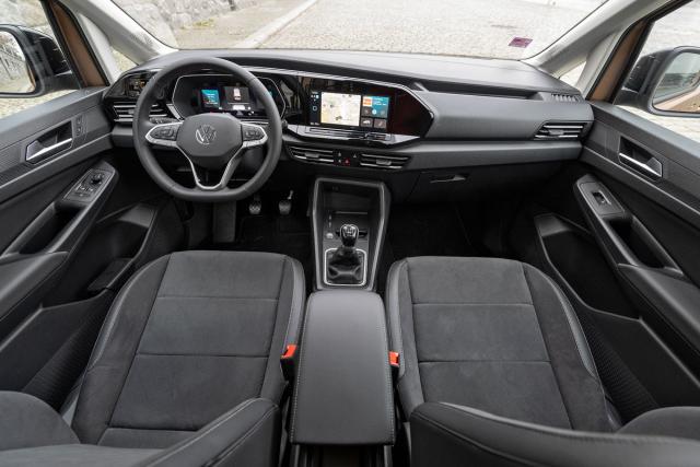 V nejvyšší výbavě může mít Caddy digitální přístroje, standardní provedení se drží obvyklé dvojice analogových ukazatelů