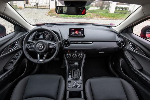 Na nově tvarovaných sedadlech aza velkým avýborně tvarovaným volantem nalezne řidič ideální podmínky pro řízení