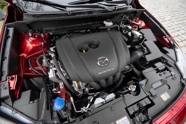 Mazda CX-3 je k dispozici pouze se zážehovým dvoulitrovým motorem, volit lze mezi manuální a samočinnou převodovkou