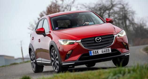 Mazda CX-3 potěší ochotou k zatáčení i v daném segmentu sportovnějším, avšak nikoliv nekomfortním naladěním podvozku