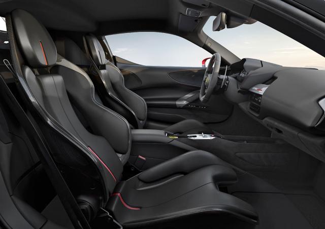 Stejně jako je tomu u všech modelů Ferrari, i v tomto případě lze vybírat z různých druhů sedadel a barev čalounění